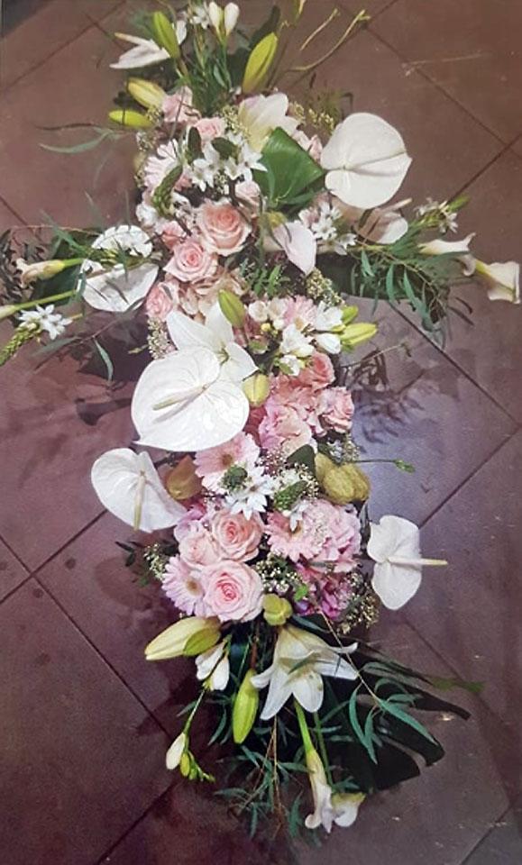 Fleurs et Plaques Funéraires